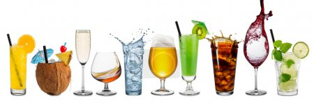Photo pour Rangée de diverses boissons sur fond blanc - image libre de droit