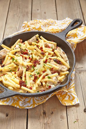Penne pasta with chicken and cream sauce