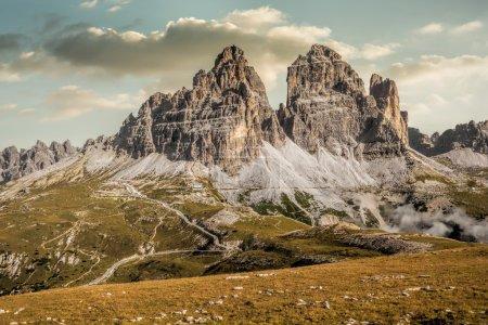 Photo pour Italie, Dolomites - un paysage merveilleux, les rochers stériles - image libre de droit