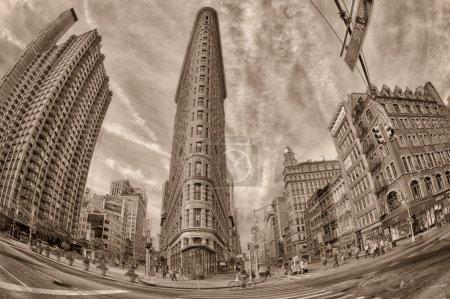 Photo pour New York - Usa - 11 juin 2015 bâtiment en fer plat en noir et blanc et style sépia '30 - image libre de droit