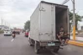 Cebu - Filipíny - ledna, 7 2013 - ulice města přetíženou dopravní