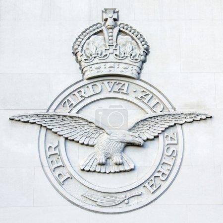 Photo pour La Royal Air Force Bomber Command Memorial est un mémorial à Green Park à Londres, commémorant les équipages aériens du Raf Bomber Command, qui a entrepris des missions au cours de la seconde guerre mondiale. - image libre de droit