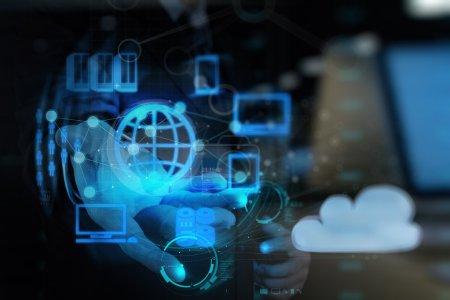 Photo pour Double exposition de Businessman main montre le réseau cloud et les nouvelles technologies - image libre de droit