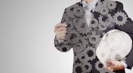 Double exposition de main d'homme d'affaires avec des engins à la notion de succès