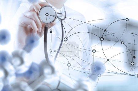 Foto de Red de dibujo médico inteligente con sala de operaciones como concepto - Imagen libre de derechos