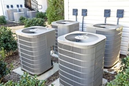 Photo pour Air conditioning units at an apartment complex. - image libre de droit