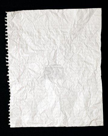 Photo pour Papier déchiré, froissé étudiant doublée d'une spirale lié pour ordinateur portable. - image libre de droit