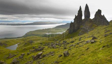 Photo pour Paysage basaltique écossais dans l'île de Skye. Vieillard de Storr. Horizontal - image libre de droit