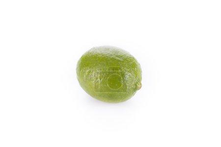 Photo pour Tout un citron vert frais isolé sur un fond blanc - image libre de droit