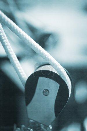 Photo pour Pilates exercent machine gym fitness au club de santé pour développer force, souplesse nd améliorer la posture. - image libre de droit