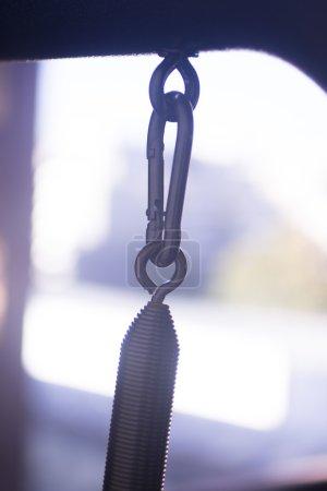 Photo pour Pilates exercent support de machine formation fitness gym au club de santé pour développer la force, flexibilité et améliorer la posture. - image libre de droit