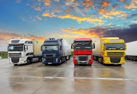 Photo pour Camion - Transport de marchandises - image libre de droit