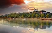 Burg von Bratislava bei Sonnenuntergang, Slowakei