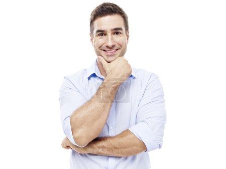 Photo pour Portrait studio d'un dirigeant d'entreprise caucasien, la main sur le menton, isolé sur fond blanc . - image libre de droit