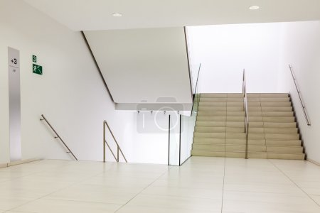 Photo pour In a large building, there is a marble staircase with 3 lifts - image libre de droit