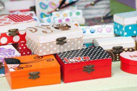 Photo pour Boîte pour bijoux décorée par différentes techniques de découpage - image libre de droit