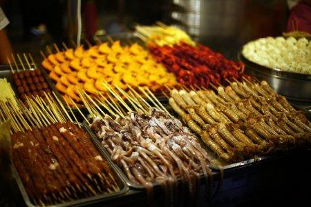 Photo pour Gros plan sur certains aliments en vente sur un marché alimentaire en Chine . - image libre de droit