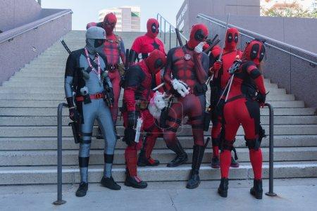 Участников с Дэдпул костюмы