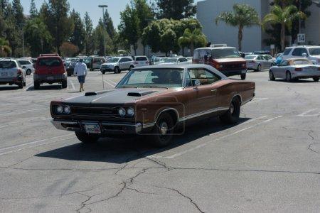 Автомобиль Dodge Dart на дисплей