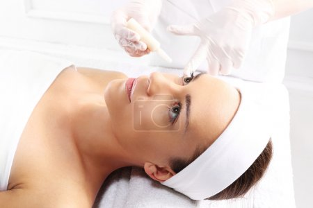 Healthy skin rejuvenating treatment using vitamin ampoule
