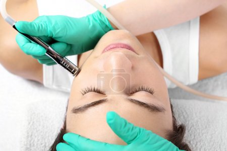 The man to a beautician, microdermabrasion