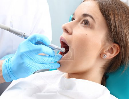 Treatment of the tooth, the dentist cleans loss