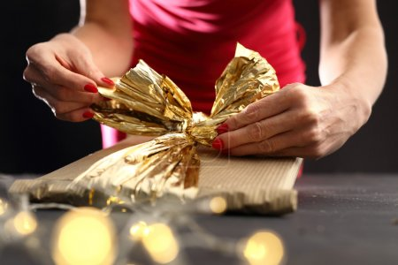 Packaging holiday gifts