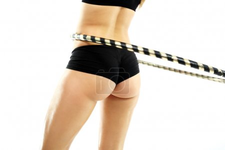A flat stomach and firm buttocks, the woman trains with wheel Hula Hop.