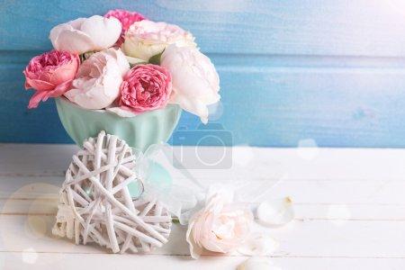 Пастельные розы в вазе