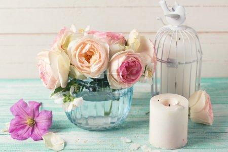 Цветы в вазе и свечах
