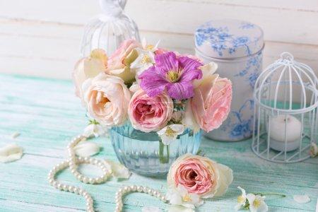 Розы, жасмин и клематис