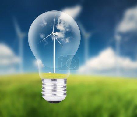 Photo pour Centrale éolienne dans la lampe. Concept d'énergie écologique - image libre de droit