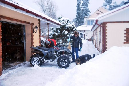 Two guys are prepared to ATV Extreme winter trip, poured petrol