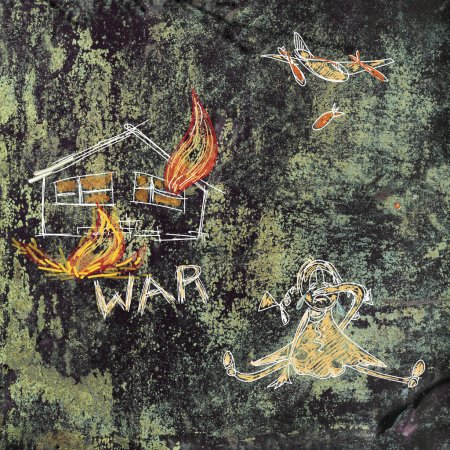 Photo pour Petite fille pleurant, sa maison est détruite à l'arrière-plan. Enfantin comme la peinture sur le mur, concept de guerre - image libre de droit