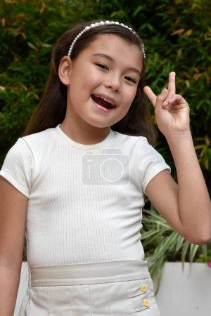 Une jeune fille amicale enfant