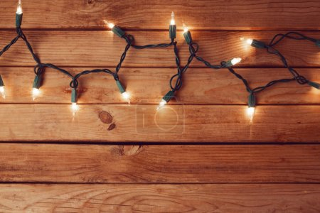 Photo pour Christmas background with empty table and Christmas lights - image libre de droit