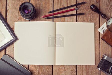 Photo pour Modèle de carnet pour dessin ou présentation de logo. Vue d'en haut - image libre de droit
