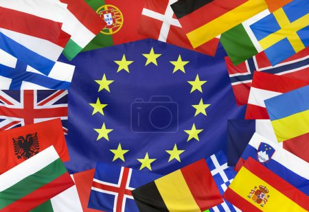 Photo pour Drapeau de Textile de concept d'Europe avec les pays européens dans le cadre sans soudure se bouchent avec des vagues de vent dans la fabri real - image libre de droit