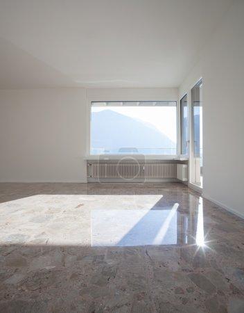 Photo pour Chambre vide dans un appartement moderne - image libre de droit