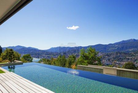 Foto de Villa, piscina - Imagen libre de derechos