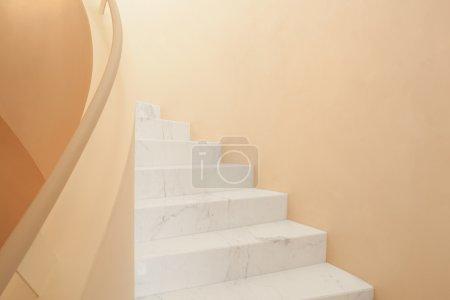 Photo pour Culture géométrique intérieure d'escaliers en marbre - image libre de droit