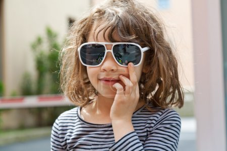 Girl whit sunglasses