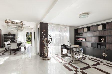 Photo pour Architecture moderne, magnifique hall d'un appartement de luxe - image libre de droit
