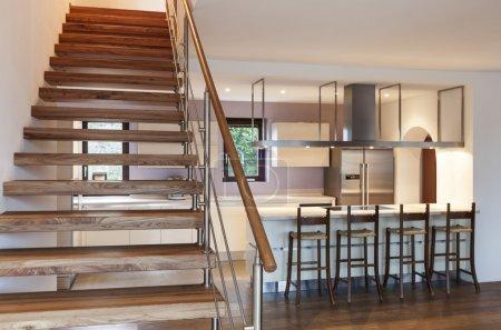 Photo pour Loft moderne, vue de l'escalier - image libre de droit