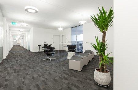 Photo pour Hall intérieur, vide dans immeuble moderne - image libre de droit