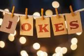 Vtipy koncept připnutý karty a světla