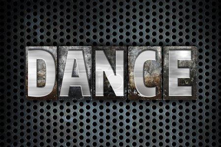 Photo pour Le mot « Dance », écrit en typographie métal vintage type sur un fond noir grille industrielle. - image libre de droit