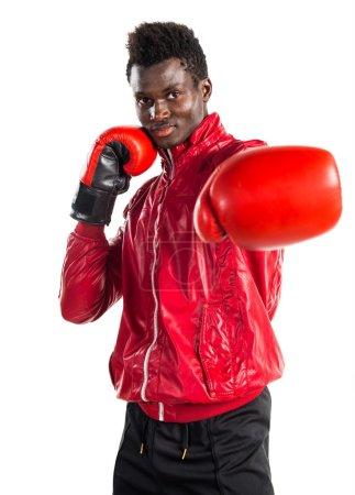 Photo pour Homme noir avec gants de boxe - image libre de droit