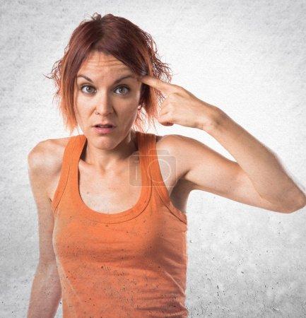 Photo pour Femme faisant un geste fou - image libre de droit