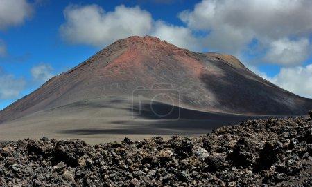 vulkanische berge auf lanzarote, kanarische inseln, spanien